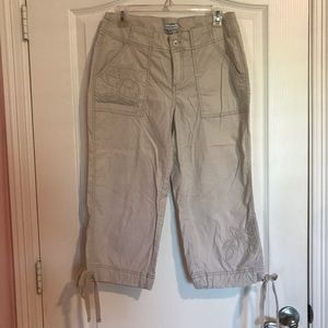 Khaki Capri with floral stitching
